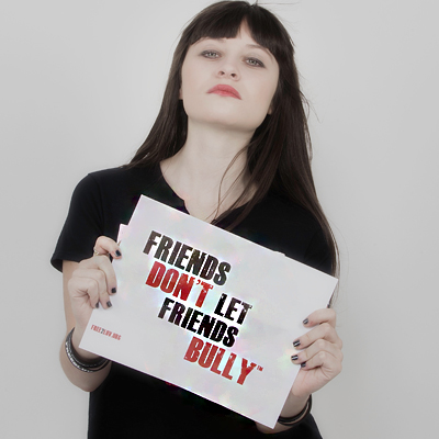 a girl holding Free2Luv sign friends don't let friends bully. #millionsignmission